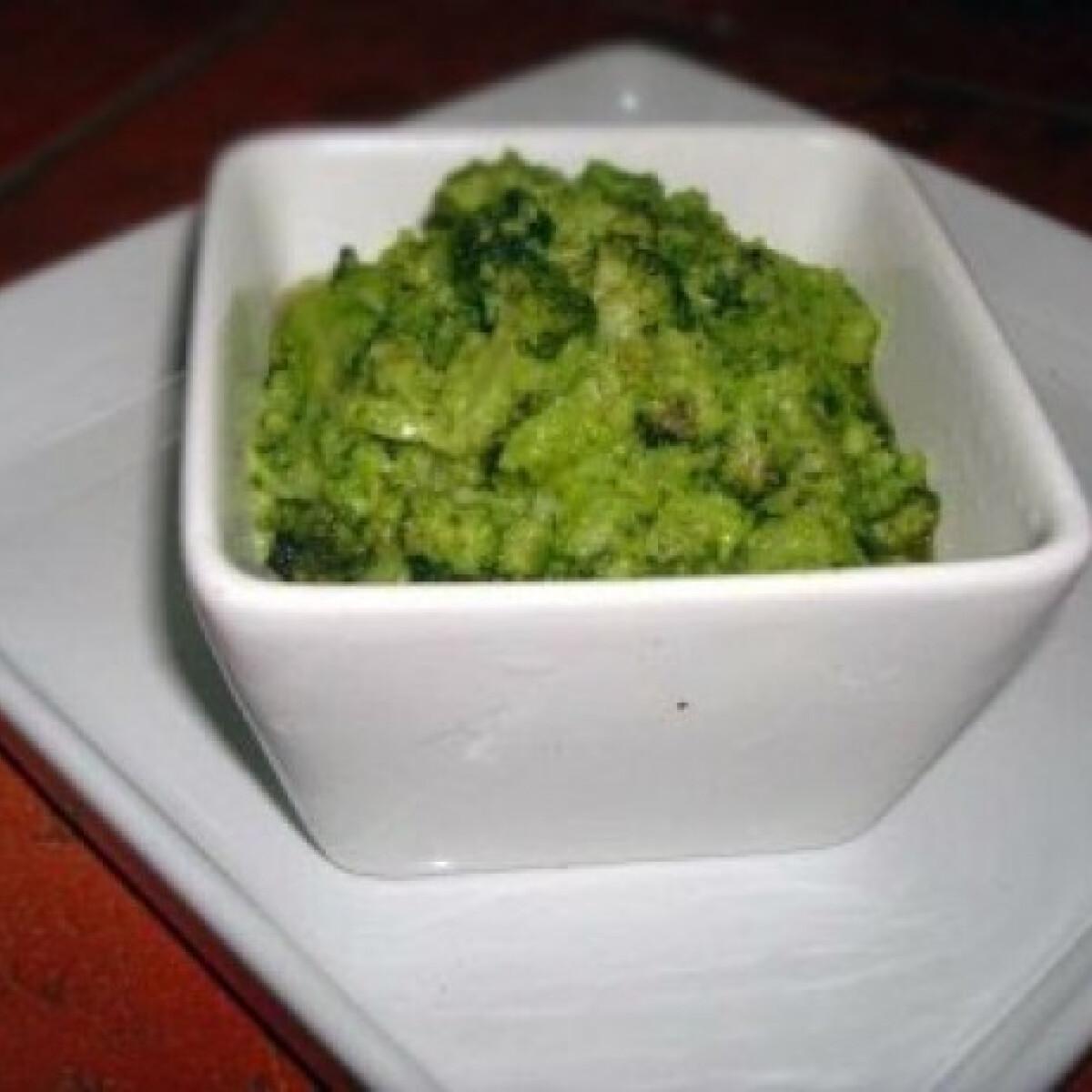 Ezen a képen: Vajas-fokhagymás brokkoli