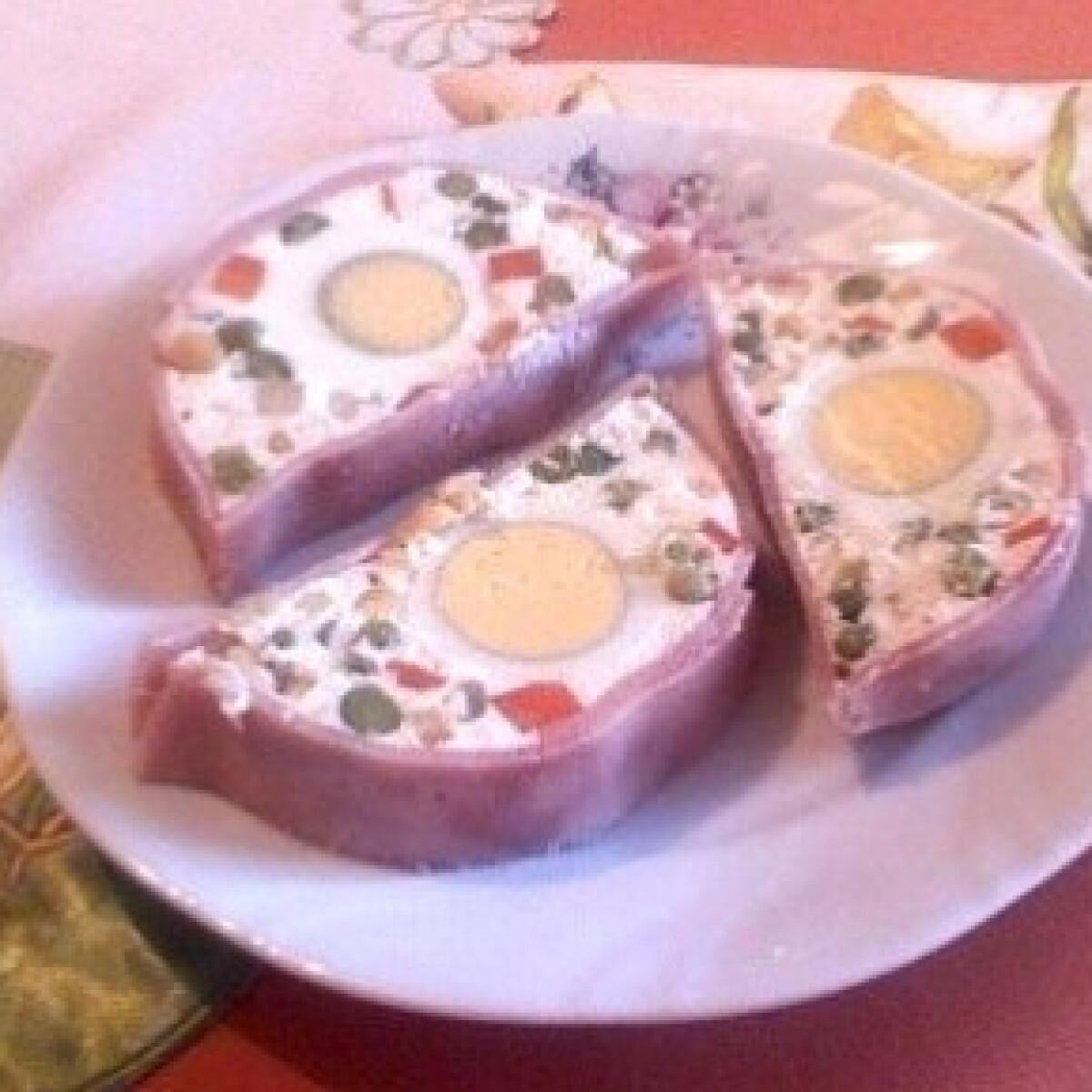 Sonkás-tojásos rúd színes zöldségekkel