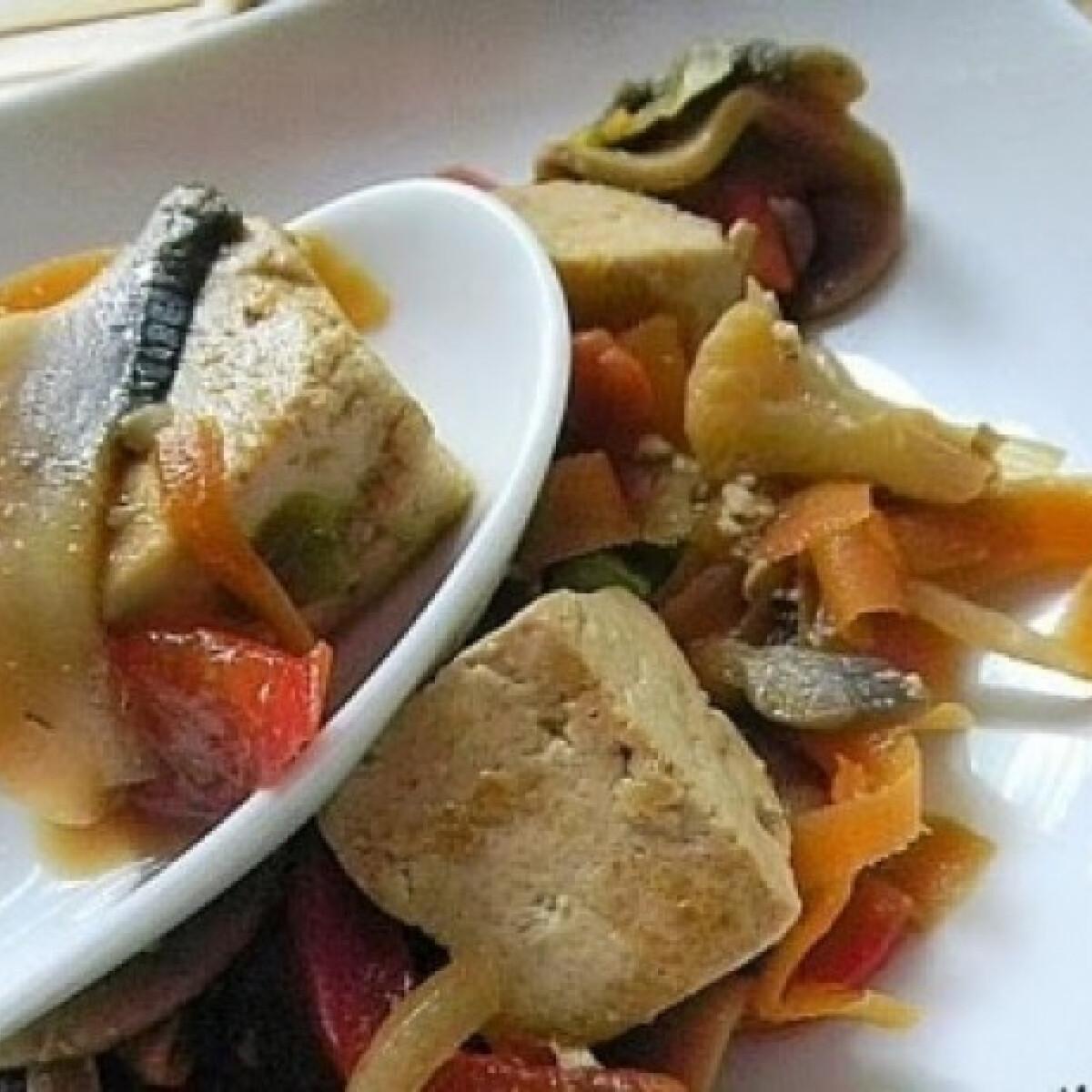 Ezen a képen: Szójaszószban párolt gombás tofu