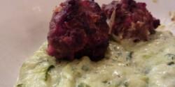 Kapros cukkinifőzelék fűszeres húsgolyókkal