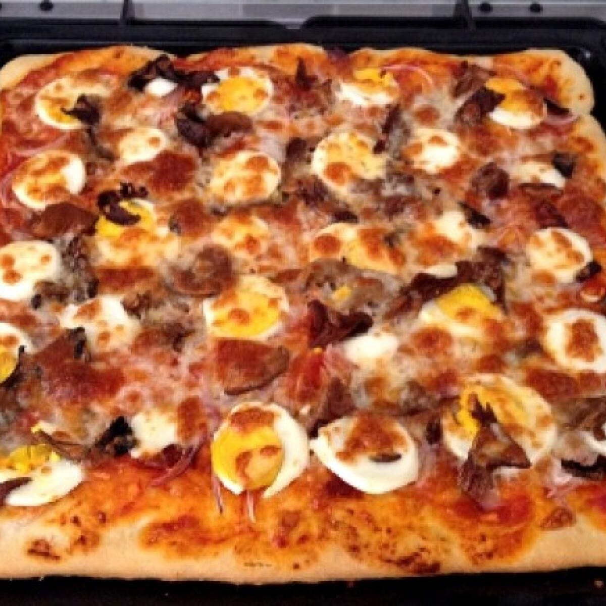 Ezen a képen: Pizza Usika konyhájából