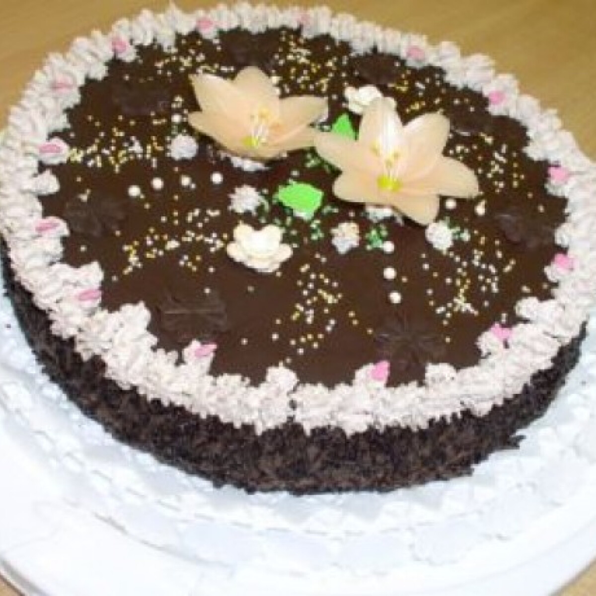 Ezen a képen: Csokis-meggyes torta Évi konyhájából