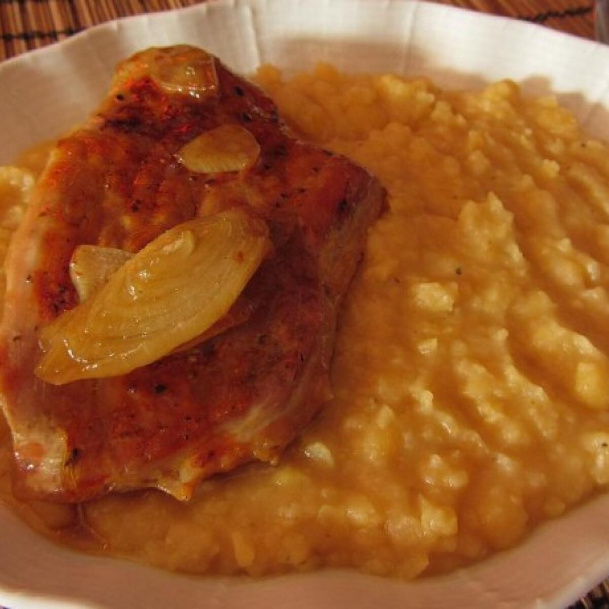 Ezen a képen: Sárgaborsó-főzelék fokhagymás sülthússal