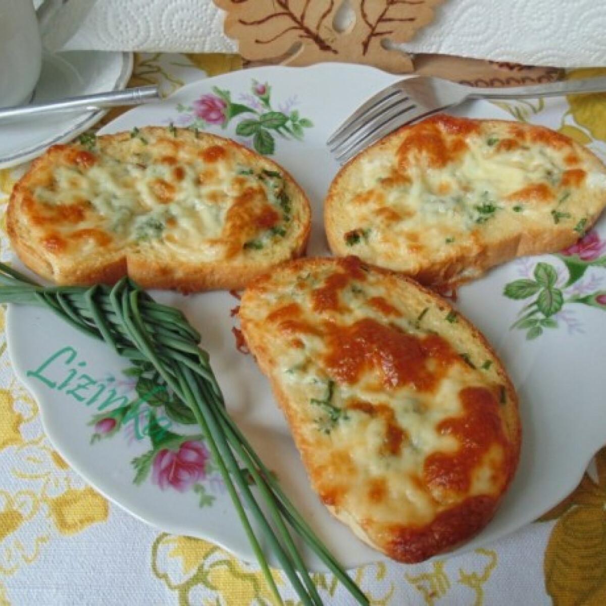 Ezen a képen: Zöldfűszeres bundás kenyér zsiradékmentesen
