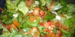 Kevert saláta csirkemellel és sajtokkal