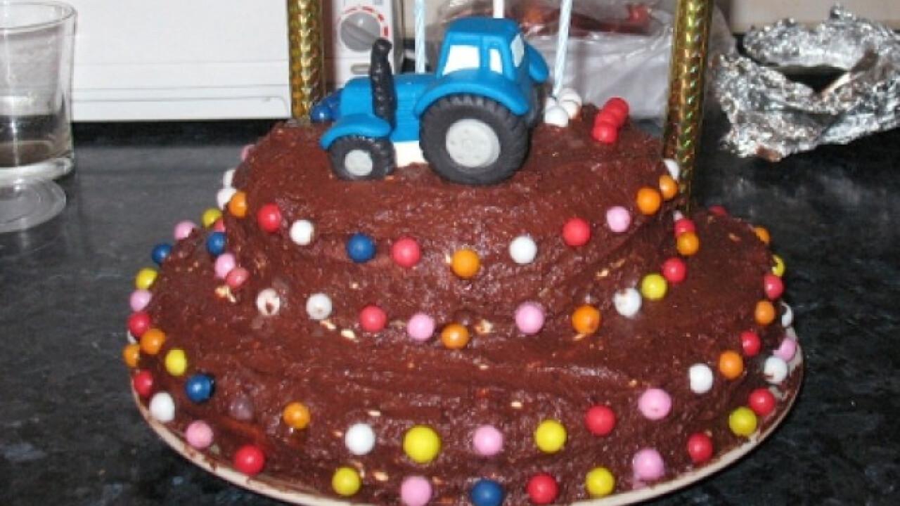 Emeletes diókrémes torta
