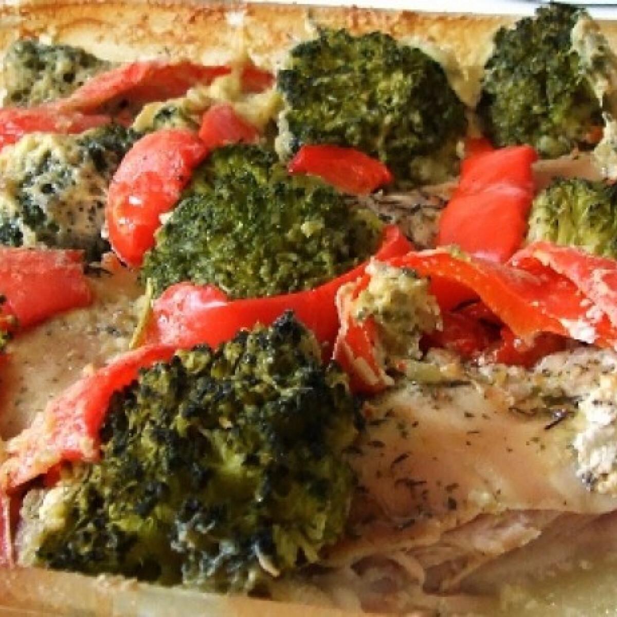 Ezen a képen: Brokkolis csirke ahogy Kif Lee készíti