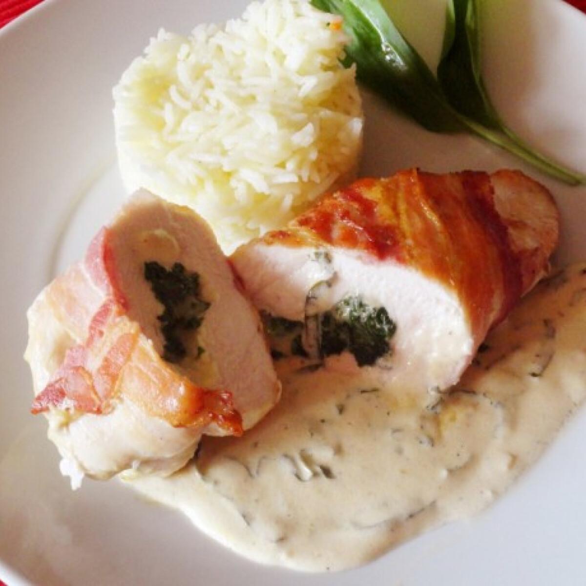 Ezen a képen: Medvehagymás csirkemell fehérboros-tejszínes mártással