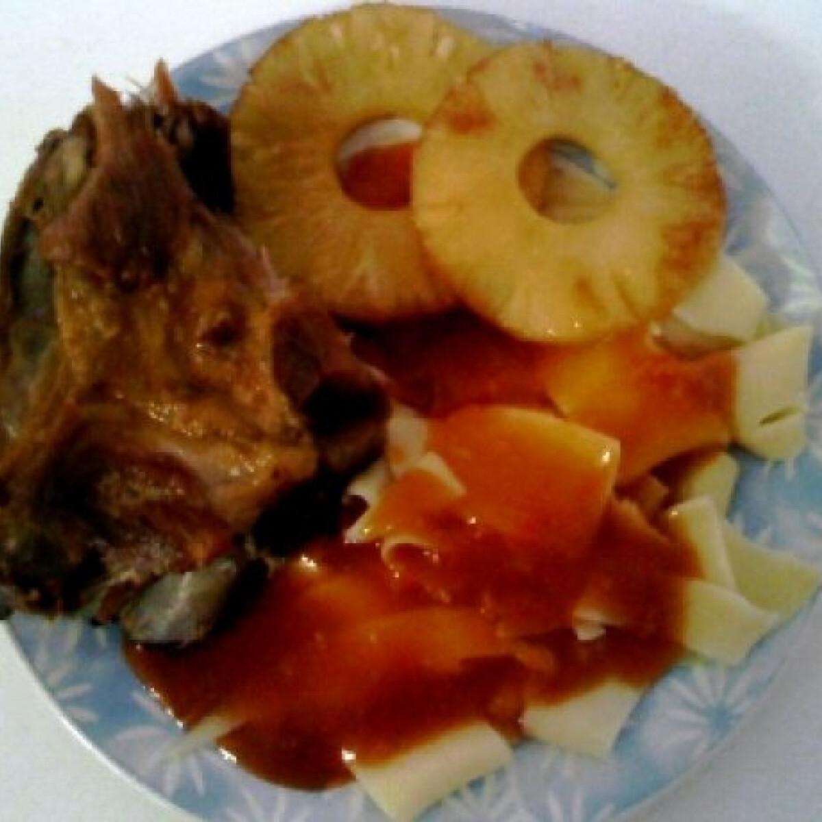 Ezen a képen: Sertésborda édes-savanyú mártással