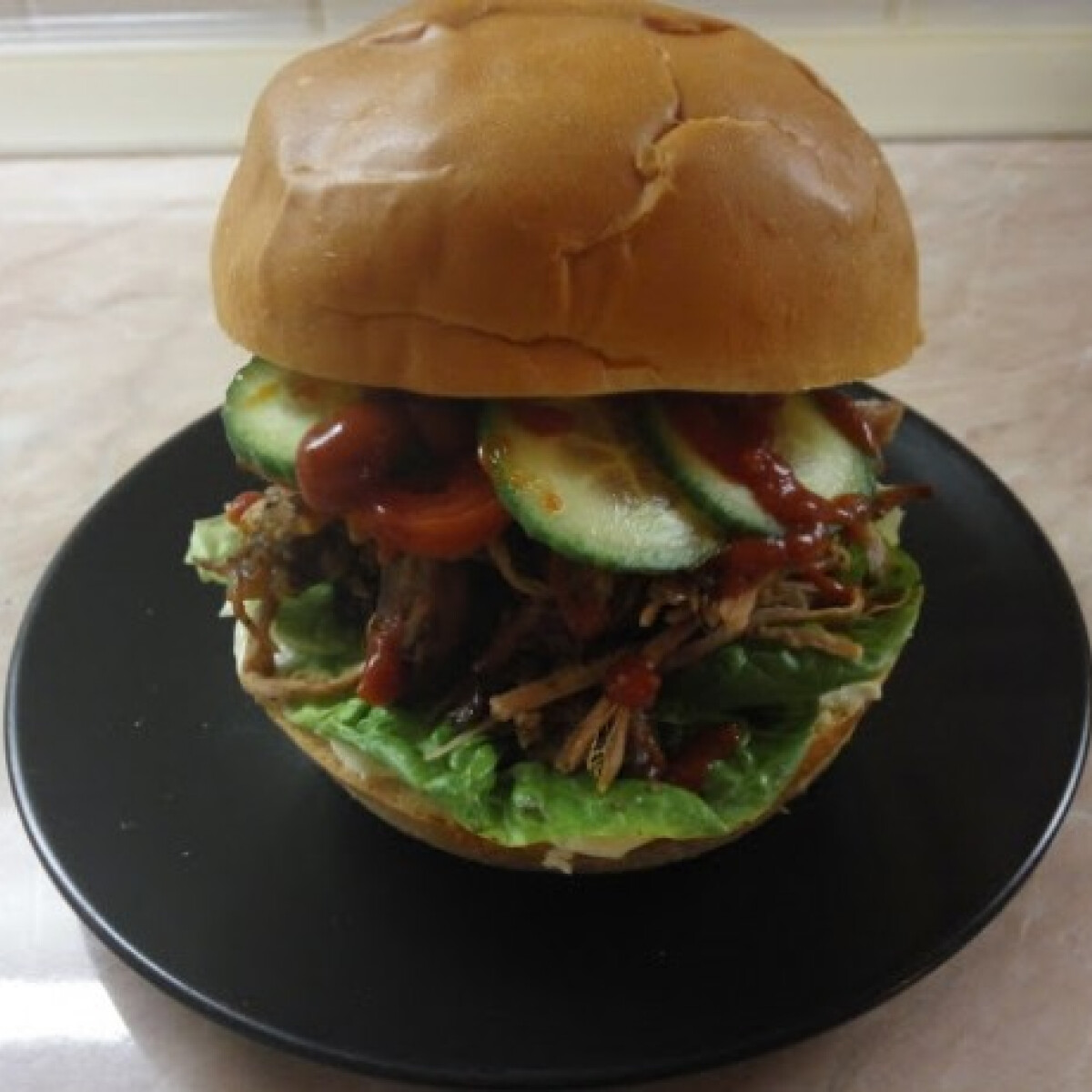 Ezen a képen: Texasi tépett-húsos bbq szendvics