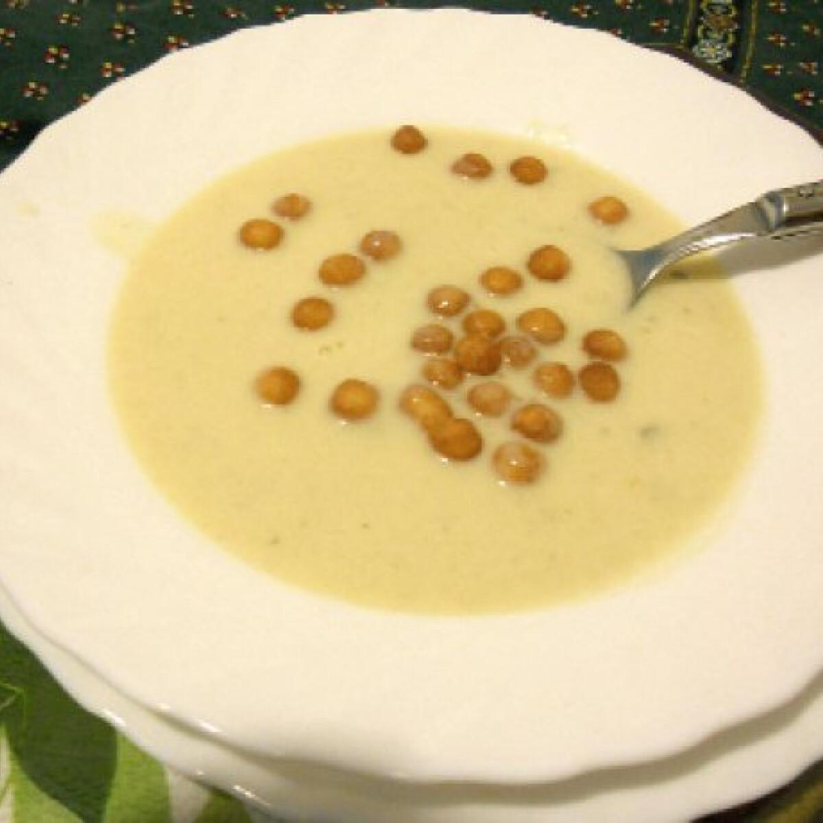 Ezen a képen: Sajtkrémleves Tomatotree konyhájából