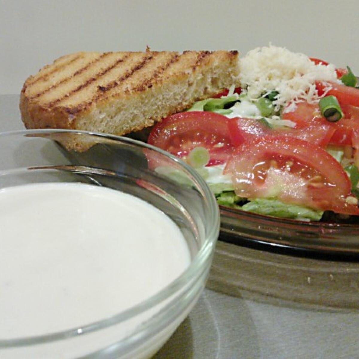 Ezen a képen: Halszószos salátaöntet