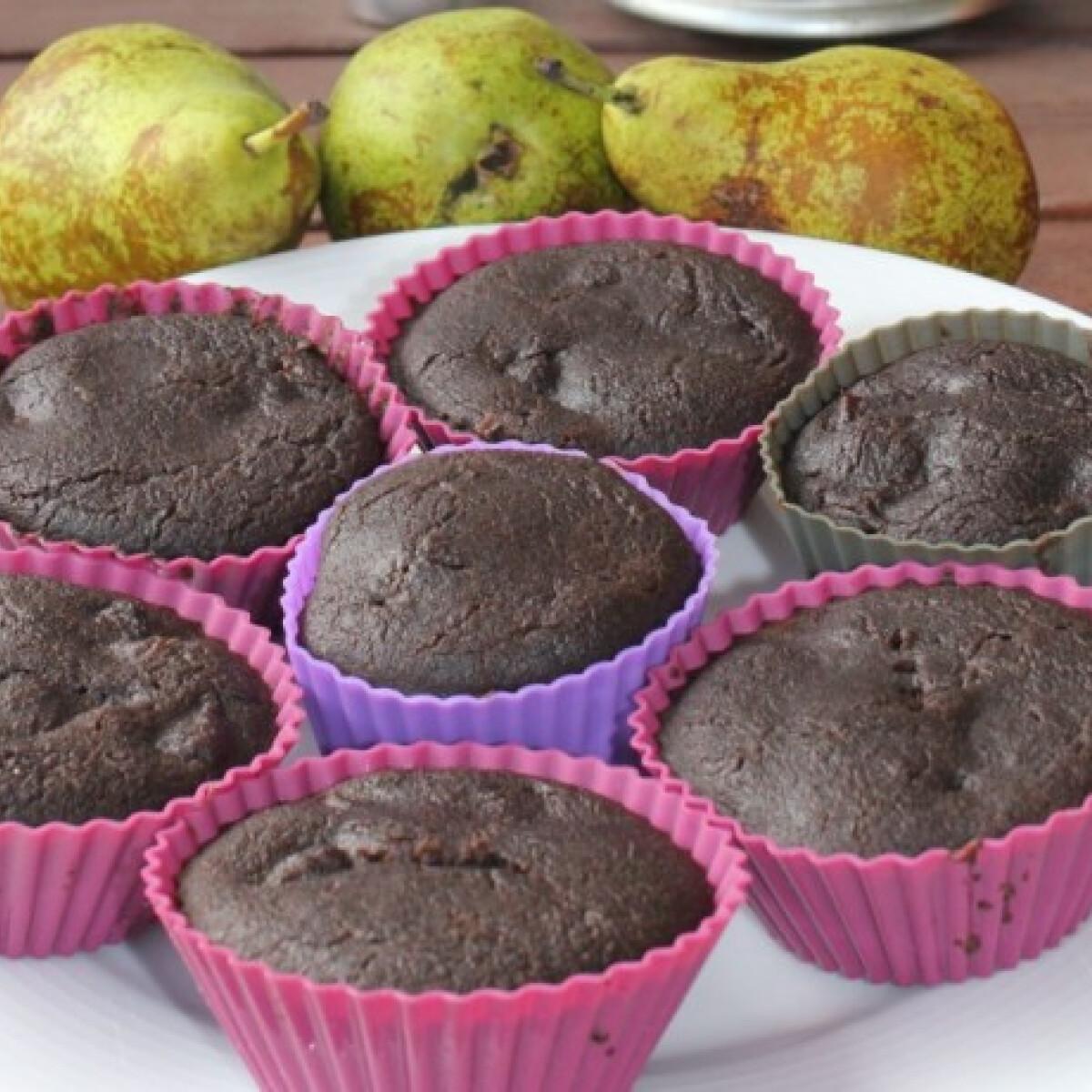 Ezen a képen: Körtés-karobos vegán muffin gluténmentesen