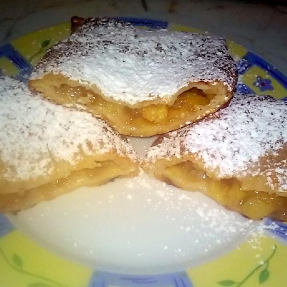 Ezen a képen: Hamis mekis almás pite