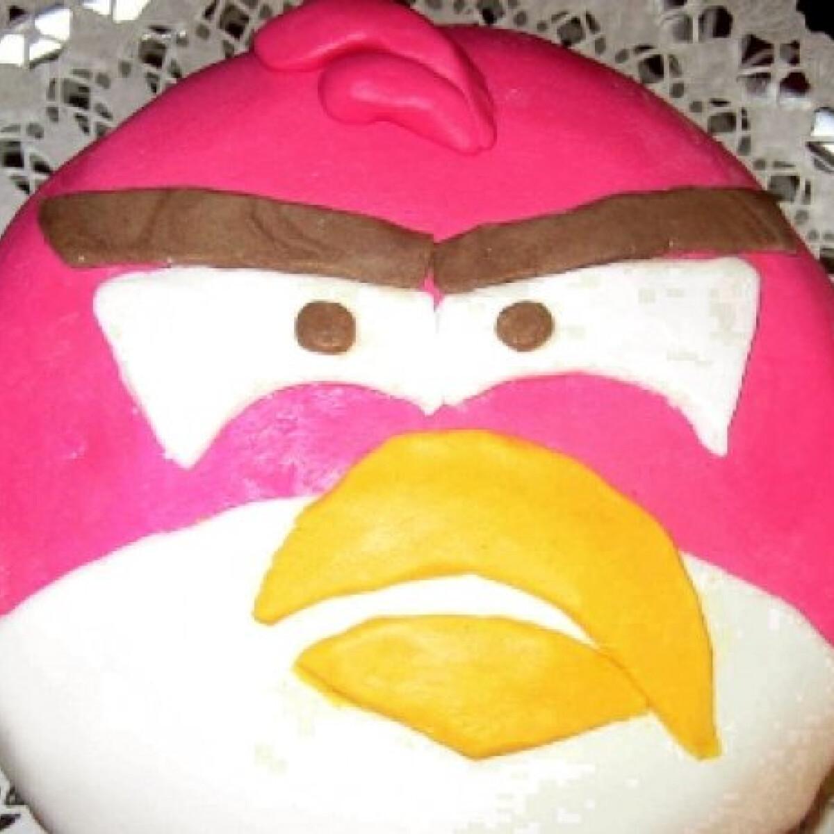 Eperjoghurtos Angry Birds torta