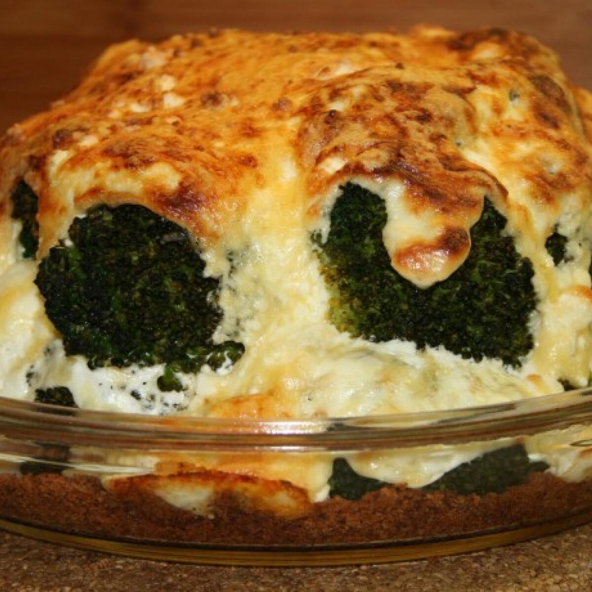 Ezen a képen: Brokkoli sajtkabátban csőben sütve