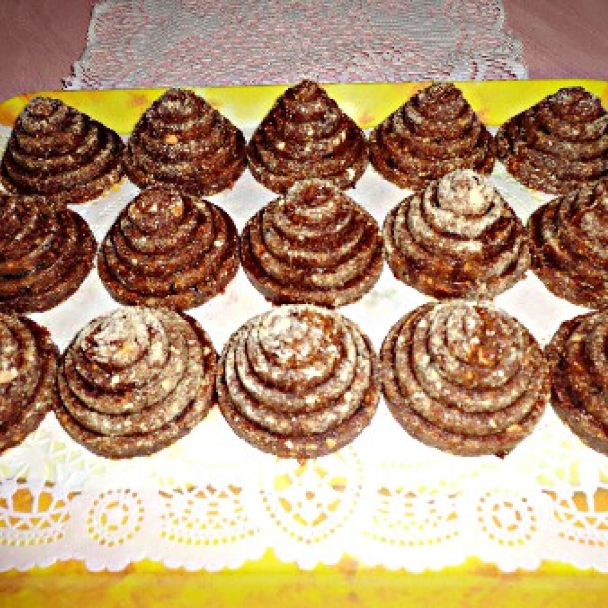Ezen a képen: Gesztenyés kekszpiramis diétásan