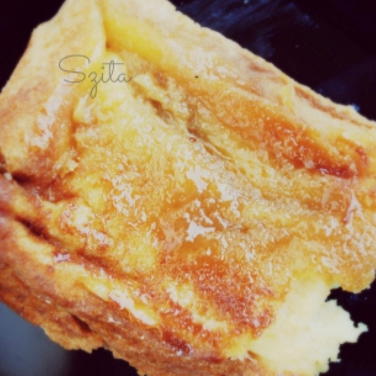 Ezen a képen: Édes bundás kenyér tepsiben