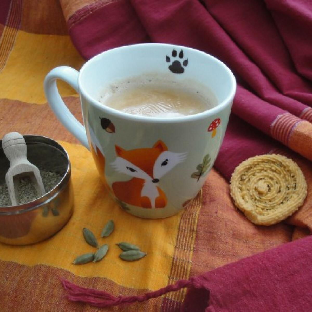 Ezen a képen: Indiai tea gyömbérrel és zöld kardamommal