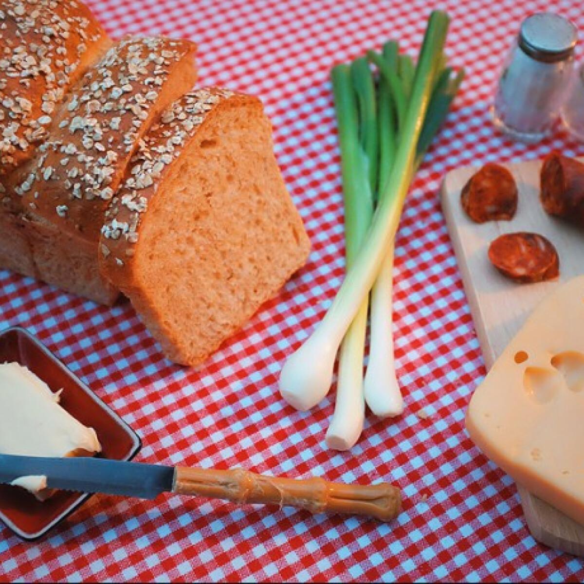 Ezen a képen: Zabpelyhes kenyér Katharosz konyhájából