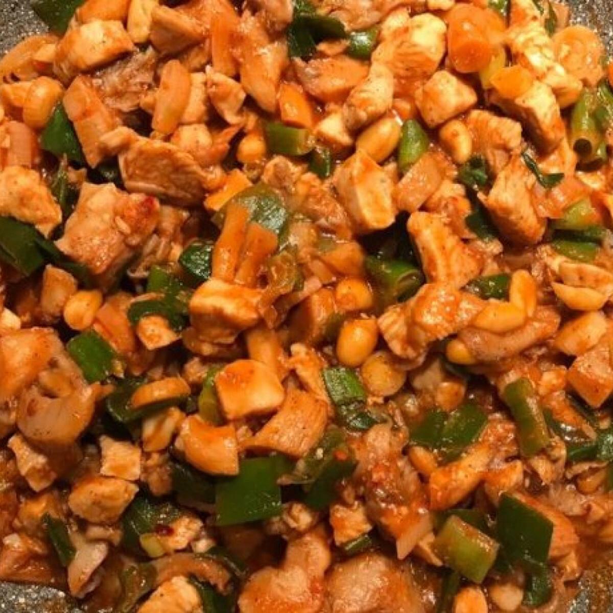 Kínai mogyorós-gombás-chilis csirke