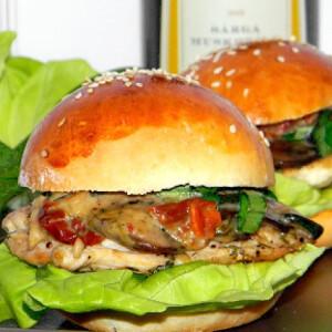 Mini hamburger tejszínes-gombás mártással