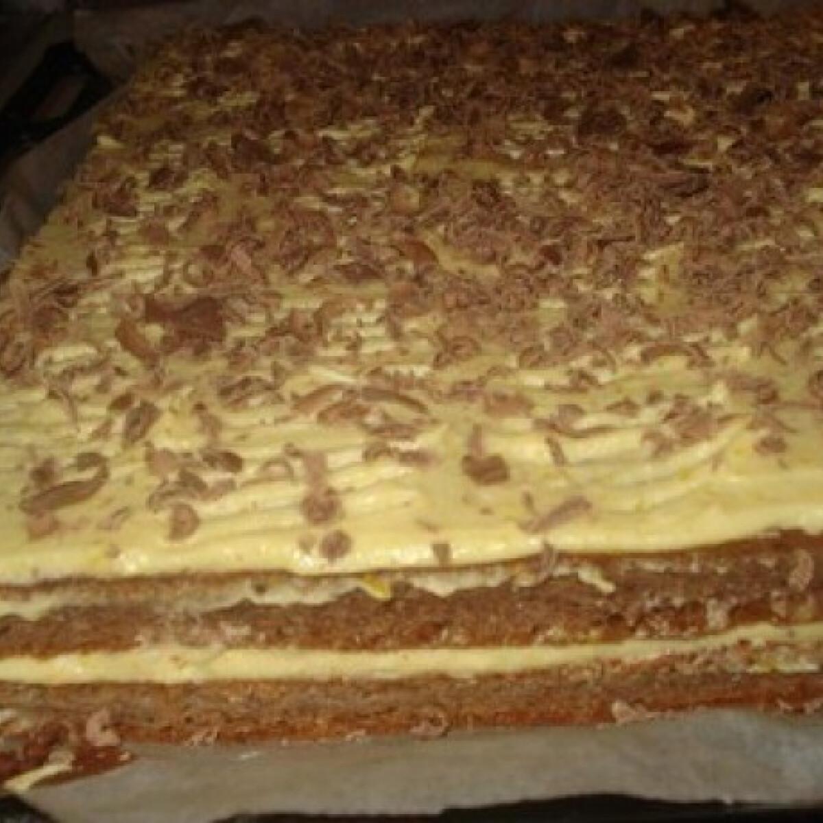 Ezen a képen: Tojáskrémes-csokis szelet