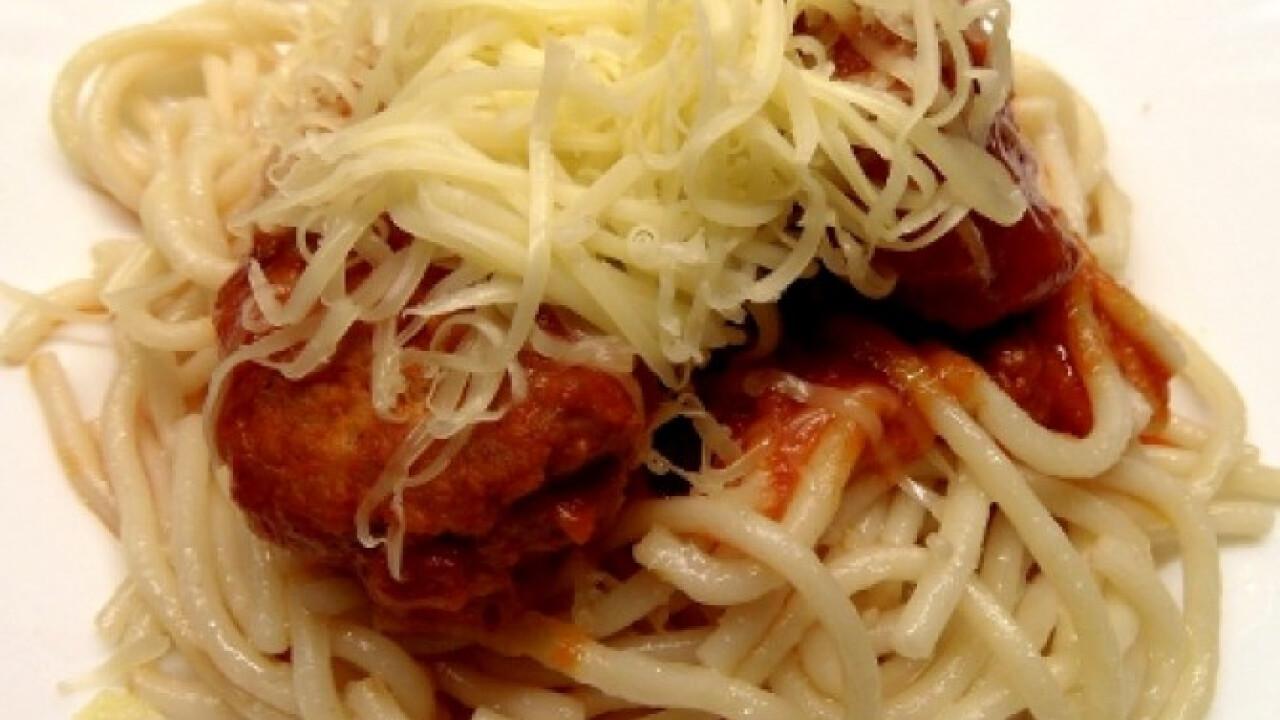 Paradicsomszószos húsgombóc spagettivel