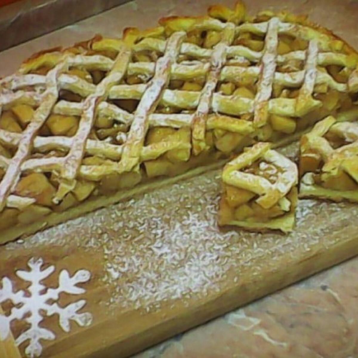 Ezen a képen: Gyömbéres-almás pite