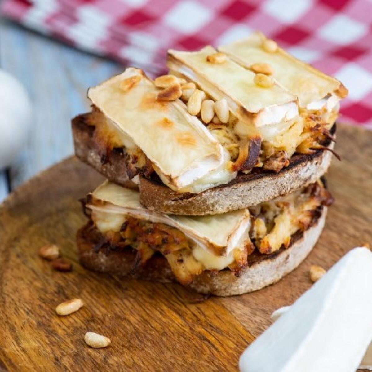 Ezen a képen: Camembertes-csirkés melegszendvics
