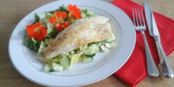 Tengeri sügér sarkantyúka-salátával