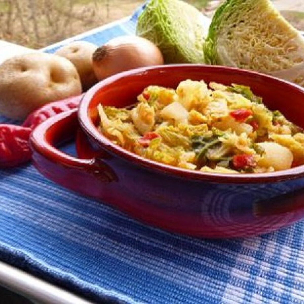 Ezen a képen: Kelkáposzta-főzelék witch konyhájából