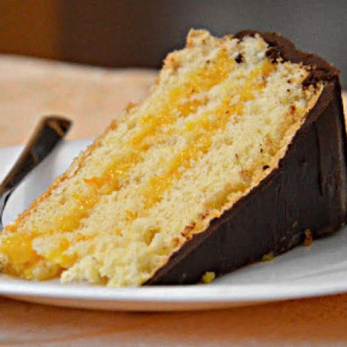 Ezen a képen: Narancstorta étcsokoládéval
