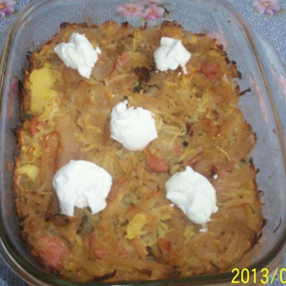 Ezen a képen: Krumplis-káposztás-szalonnás egytálétel