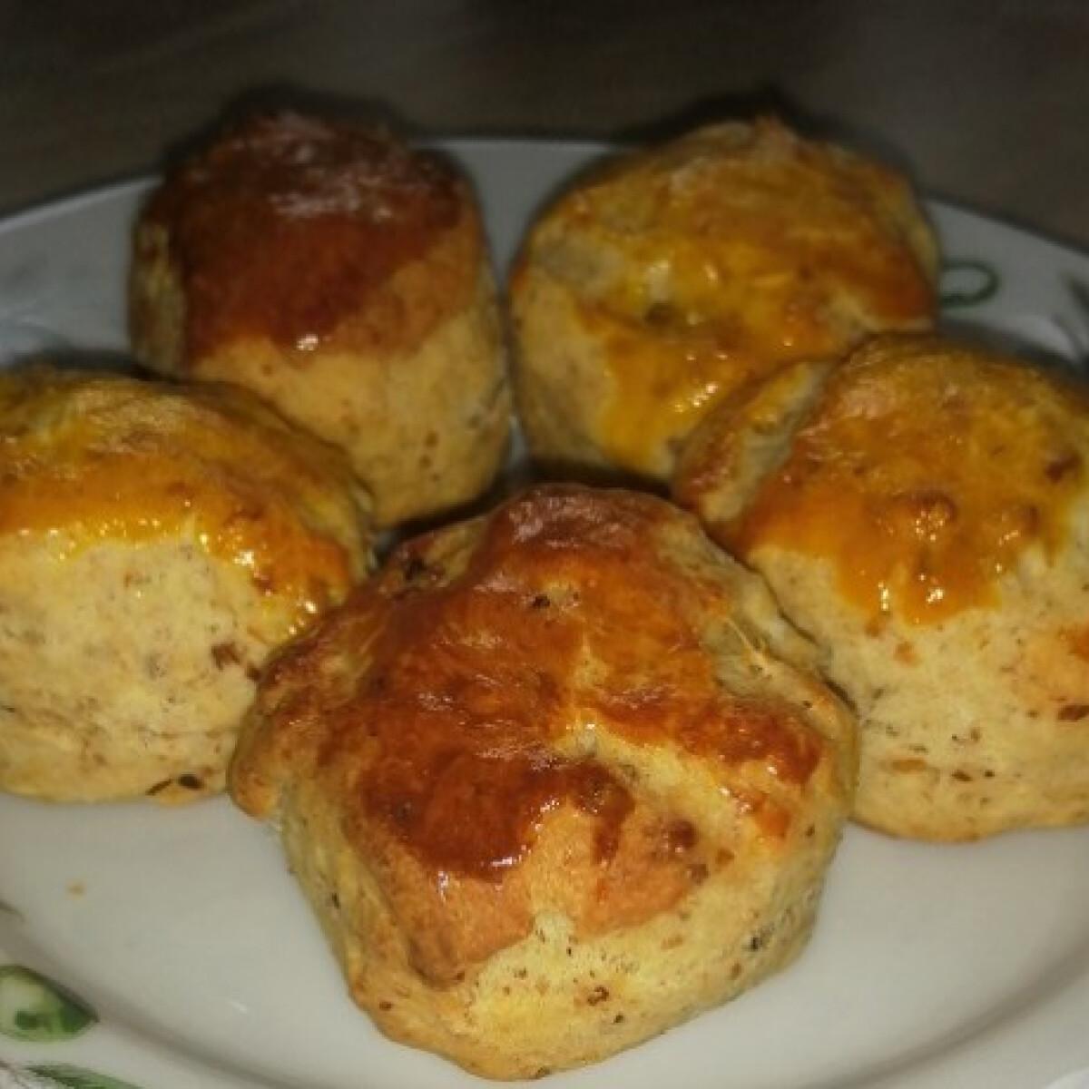 Ezen a képen: Tepertős pogácsa Viky konyhájából