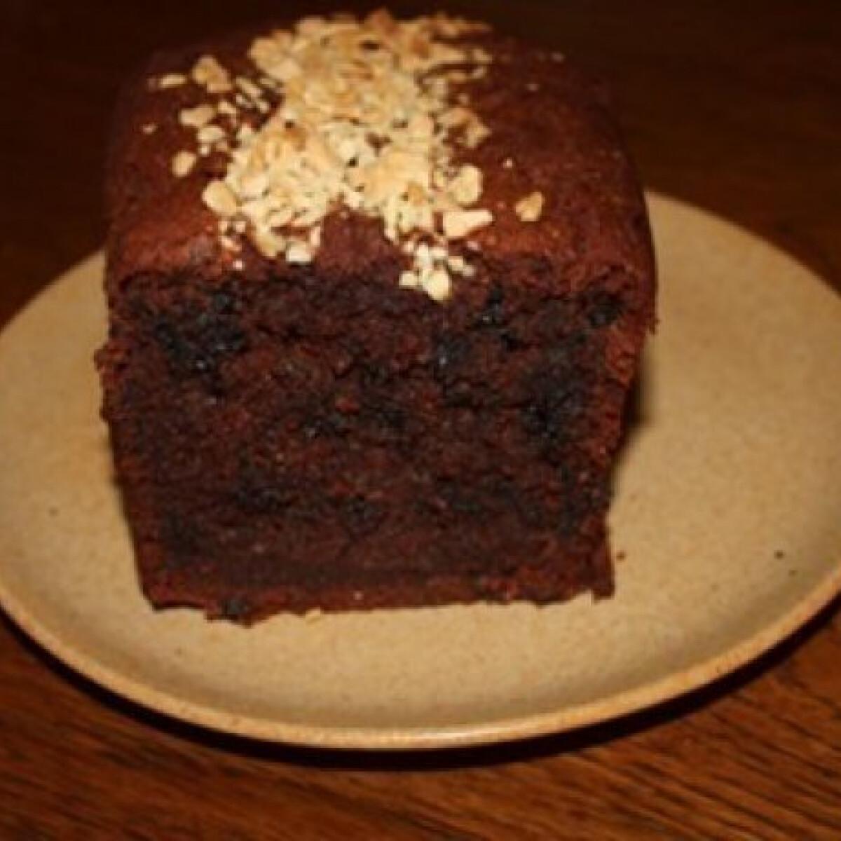 Ezen a képen: Csokoládés-cukkinis sütemény