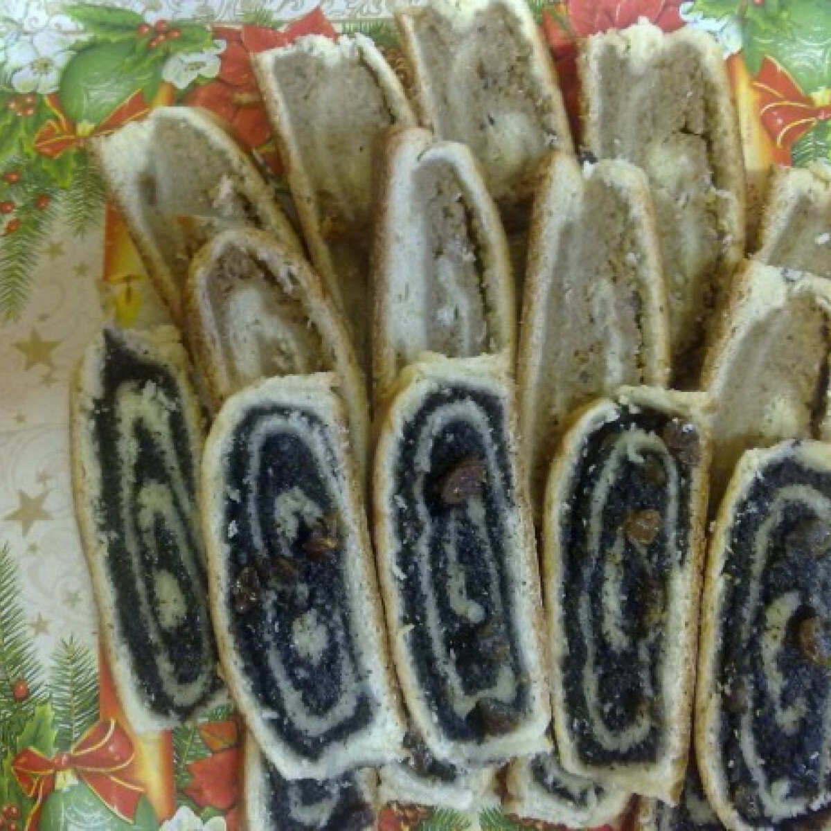 Ezen a képen: Karácsonyi mákos-diós bejgli