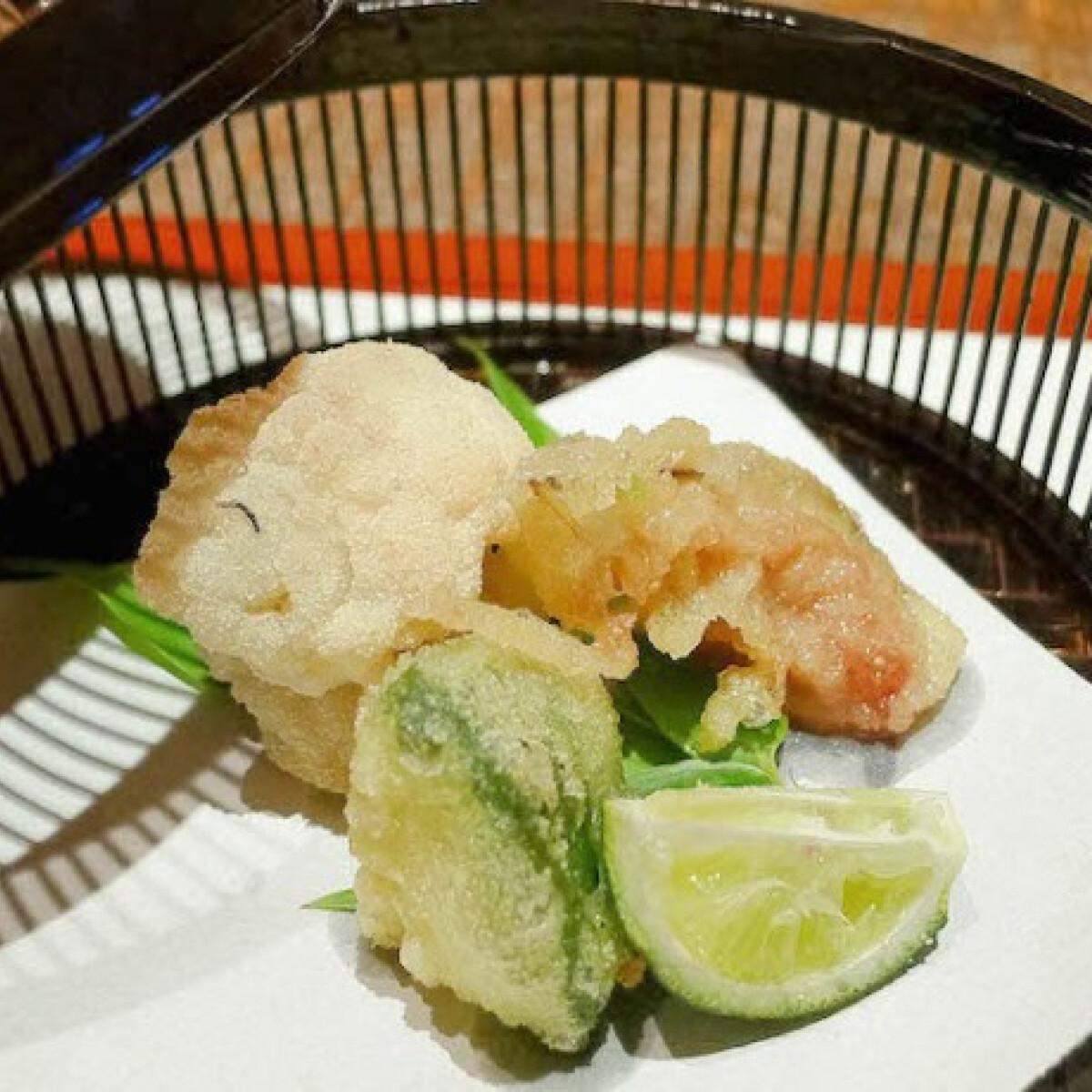 Japán ropogós tempura zöldség és halfalatok