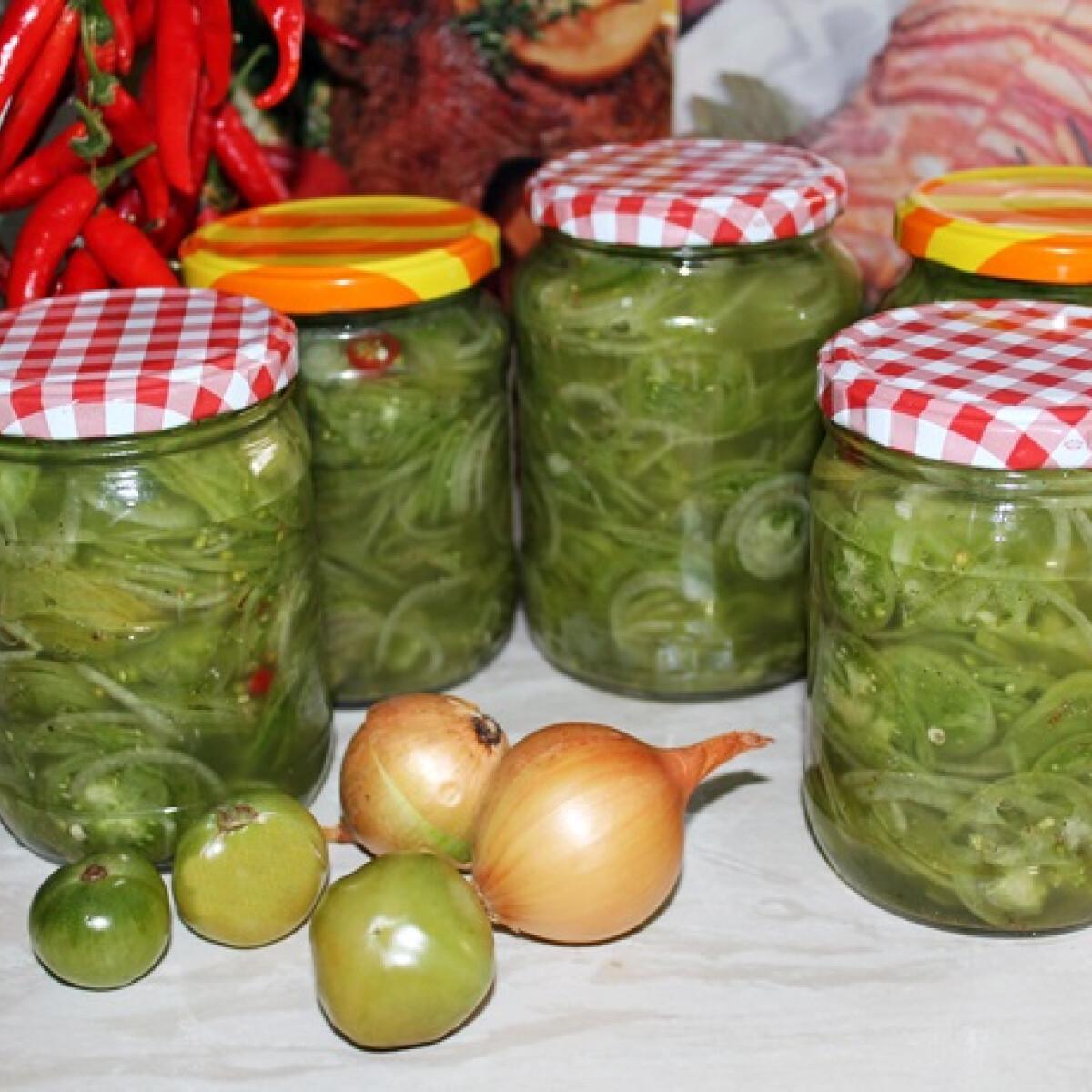 Ezen a képen: Zöldparadicsom-saláta télire