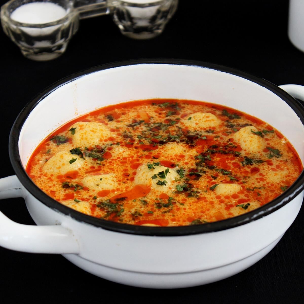 Ezen a képen: Tejfölös krumpligombóc leves