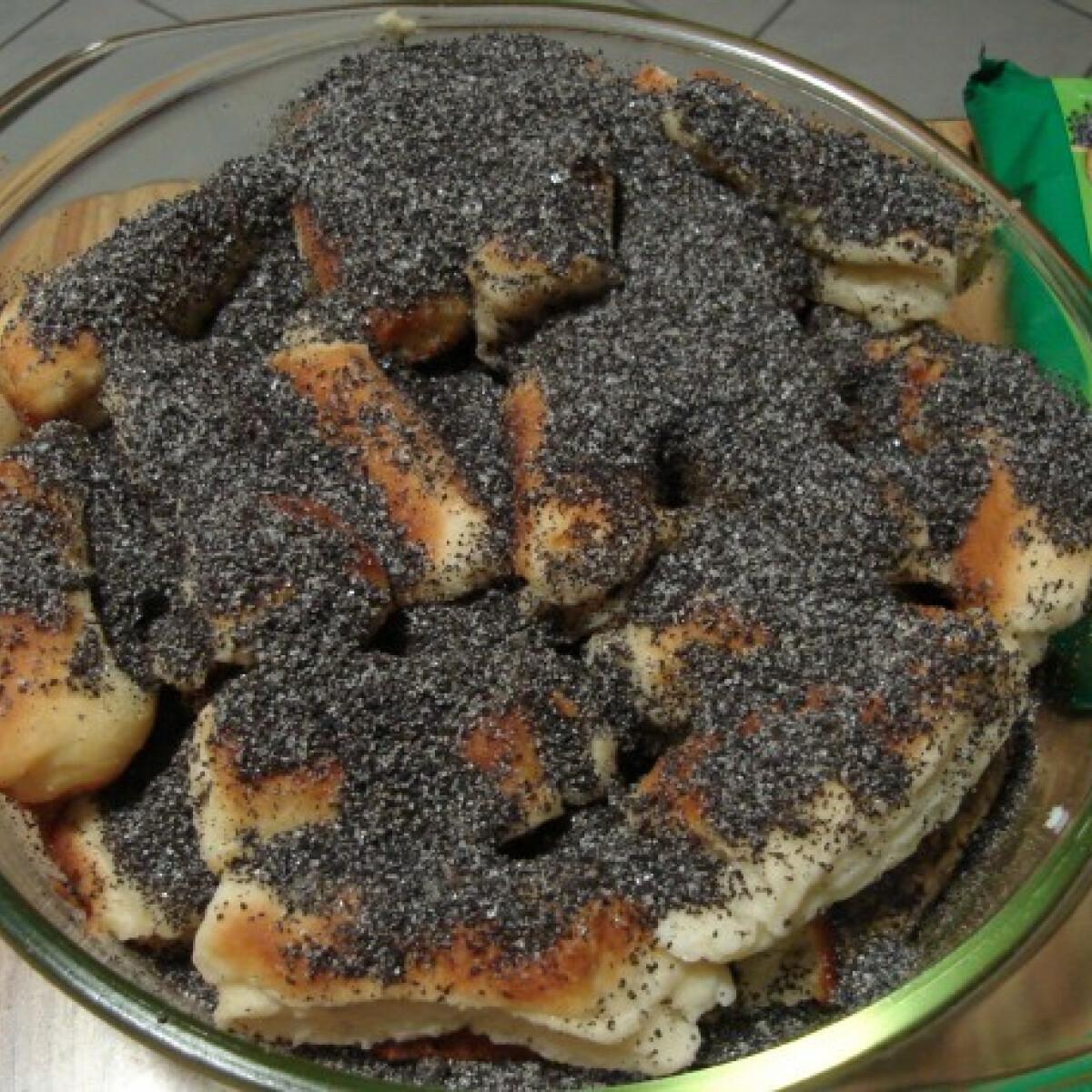 Ezen a képen: Kelt tésztás mákos guba