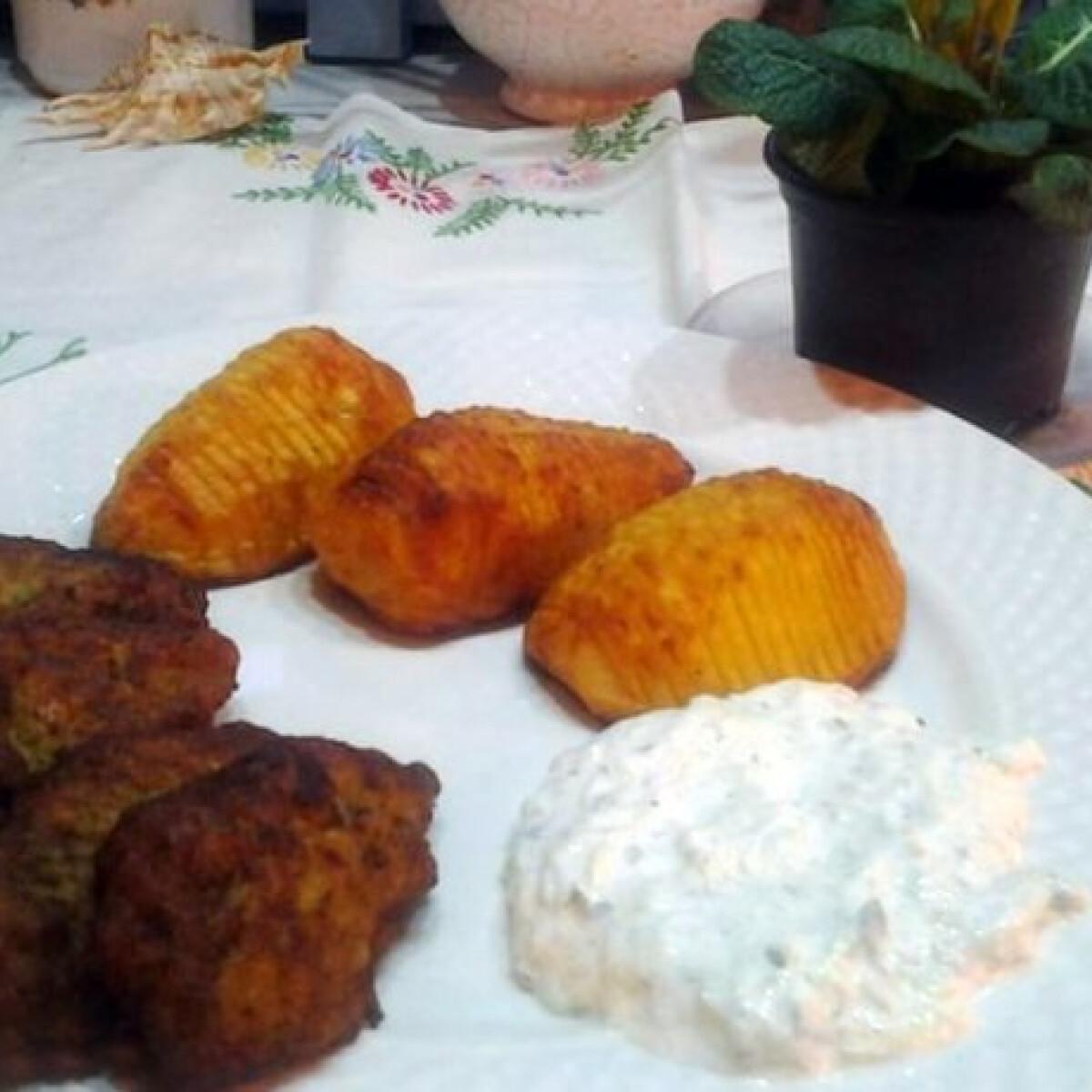 Ezen a képen: Cukkinis-húsos fasírt sült krumplival