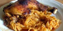 Sült csirkecomb káposztaágyon