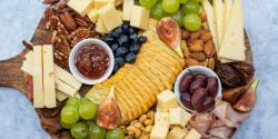 Impozáns sajttál