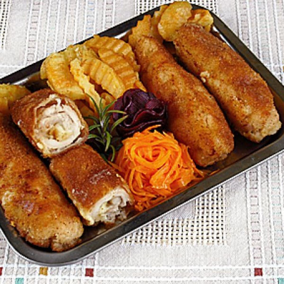 Ezen a képen: Prézlis-sajtos göngyölt csirkemell