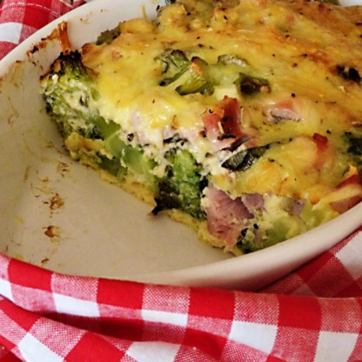 Ezen a képen: Sonkás-sajtos-tojásos brokkoli