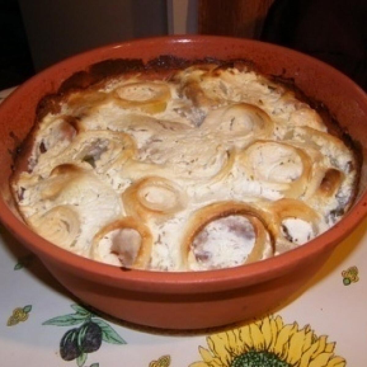 Hagymás-tejfölös sült csülök római tálban