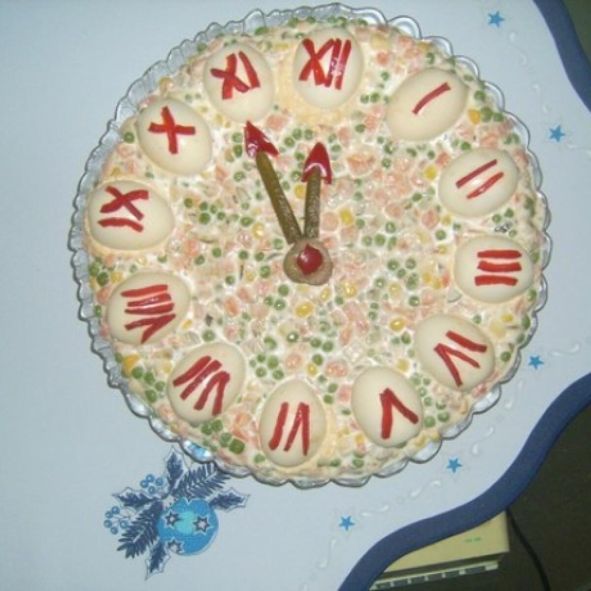 Ezen a képen: Újévi óra