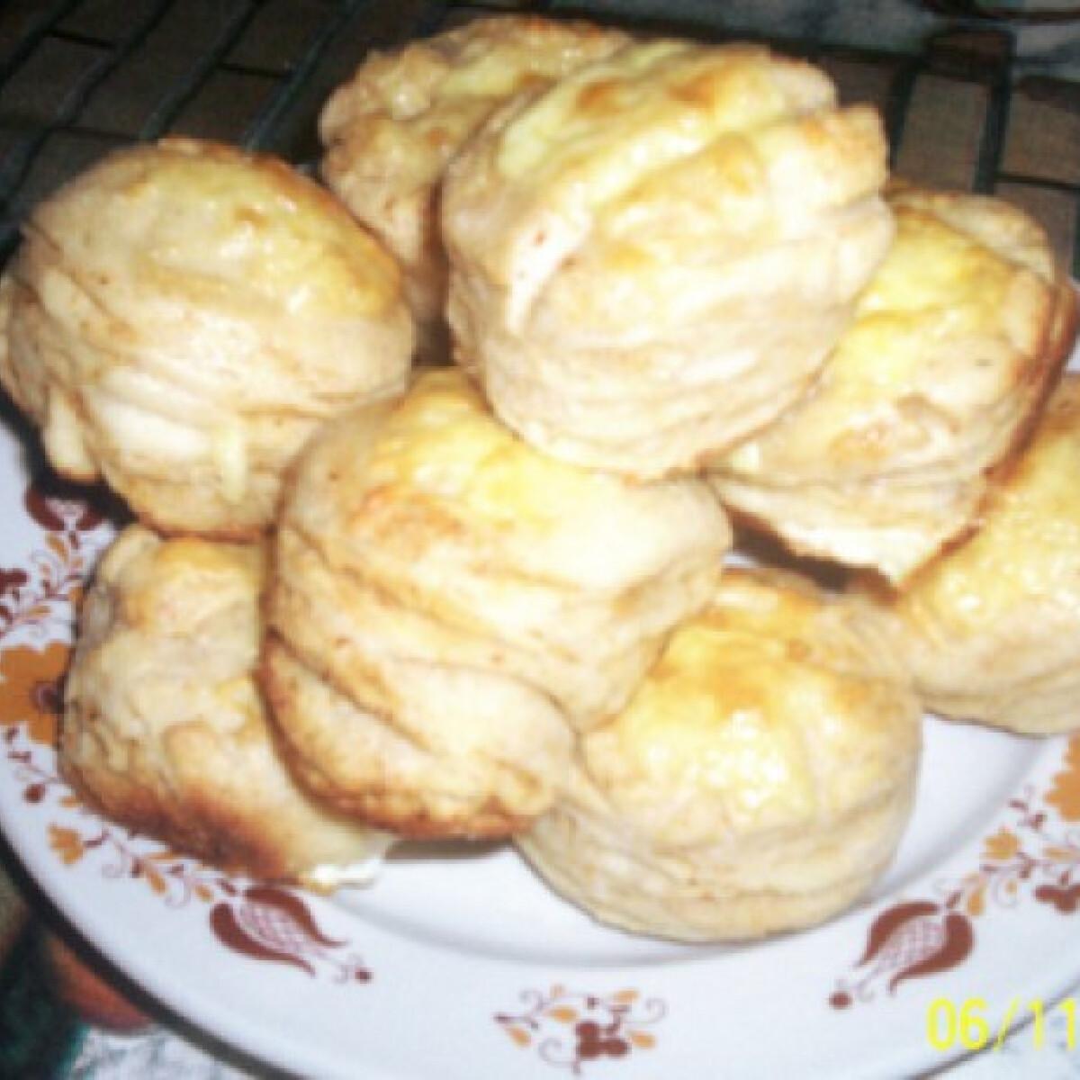 Ezen a képen: Tepertős pogácsa Gabimami konyhájából