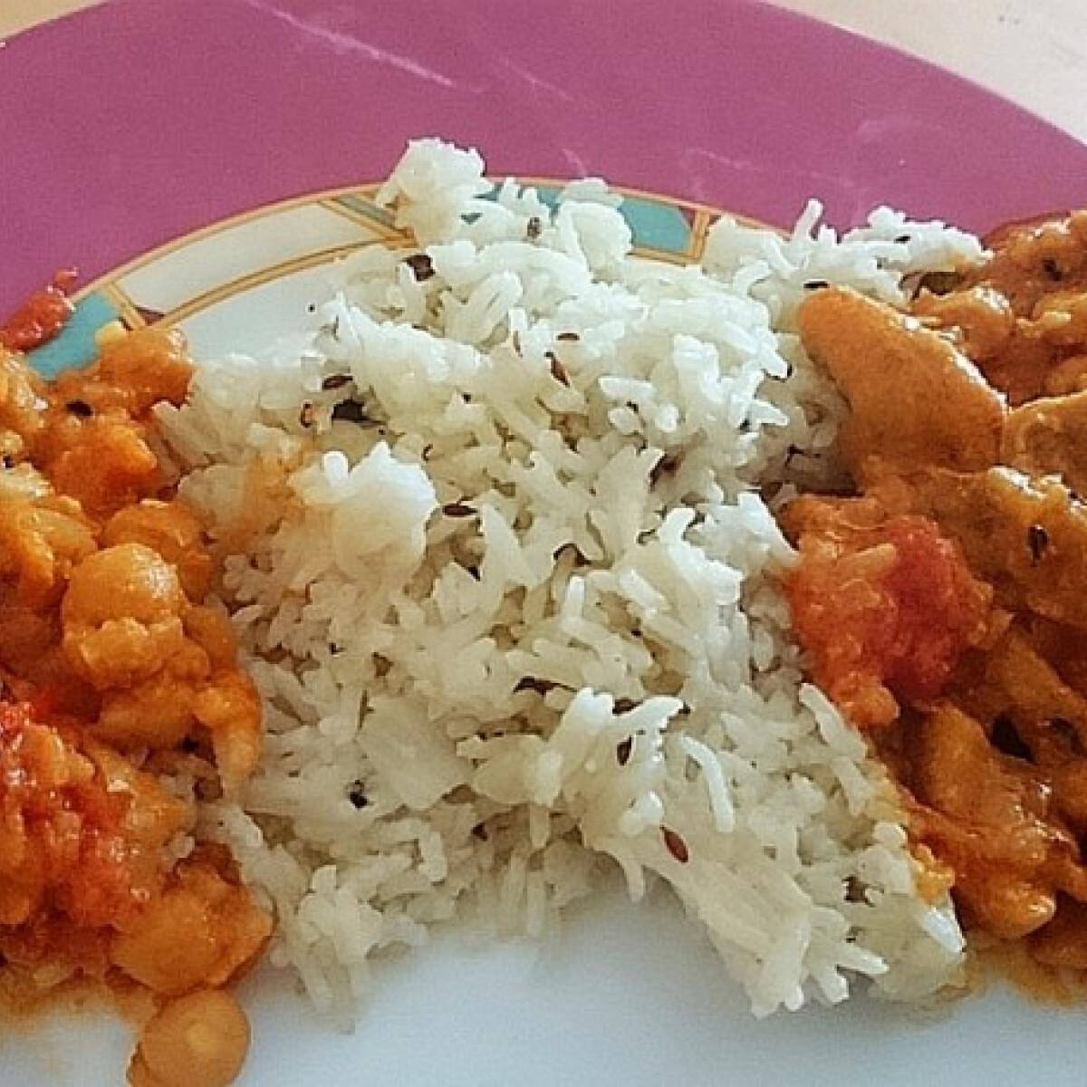Ezen a képen: Kókusztejes csirke curry basmati rizzsel és csicseriborsóval